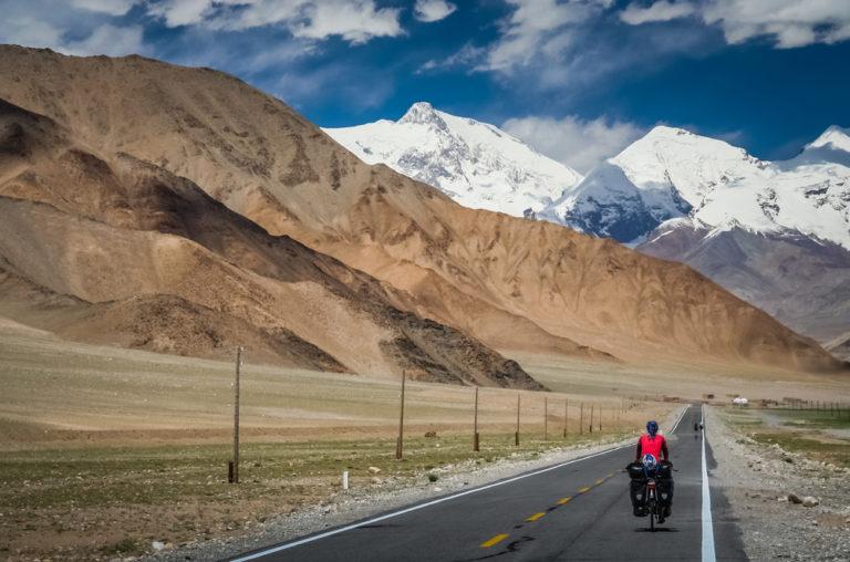 shutterstock 399299296 768x508 - Strada del Karakorum, alla scoperta delle vette di Pakistan e Cina