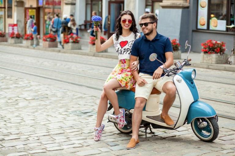 shutterstock 529784392 768x512 - Motociclismo al femminile: consigli e suggerimenti per donne in sella