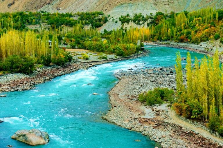 shutterstock 541257001 768x511 - Strada del Karakorum, alla scoperta delle vette di Pakistan e Cina