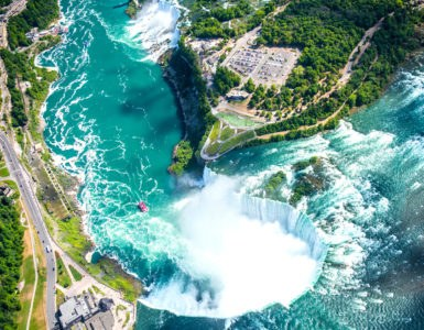 shutterstock 546768265 385x300 - Cascate del Niagara, una vacanza su due ruote tra USA e Canada