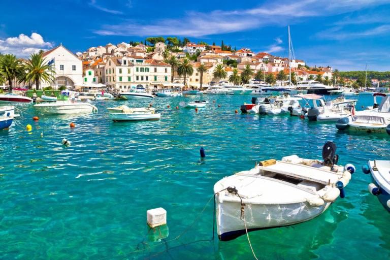 shutterstock 569546482 768x512 - Hvar, in moto alla scoperta dell'Isola lunga della Croazia