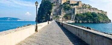 shutterstock 577902985 370x150 - Primavera 2017, idee viaggio in moto in Italia: Ischia, Abruzzo e la Strada della Futa
