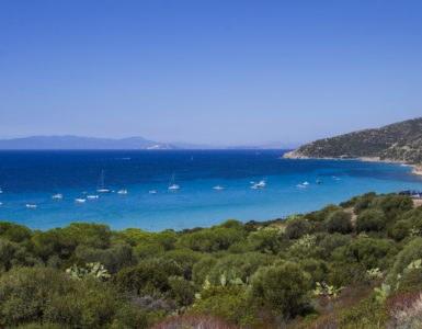 shutterstock 610734836 385x300 - Itinerario in moto lungo la costa meridionale della Sardegna