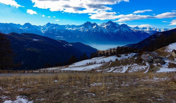 valle daosta shutterstock 618126038 740x436 - Col de Joux, in moto sulle Alpi Valdostane