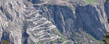 maxresdefault 370x150 - La scalata al Montvernier, in moto sulla strada più estrema di Francia