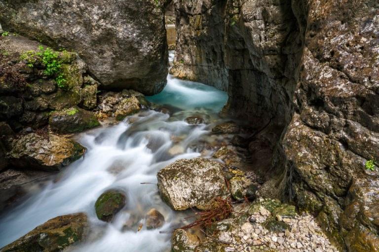 shutterstock 210739990 768x512 - Serrai di Sottoguda, moto itinerario tra la Marmolada e le Dolomiti
