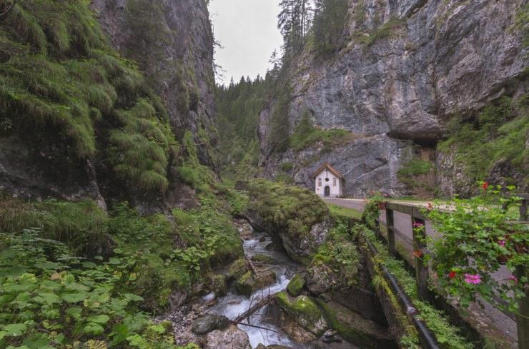 shutterstock 332324849 740x489 - Serrai di Sottoguda, moto itinerario tra la Marmolada e le Dolomiti
