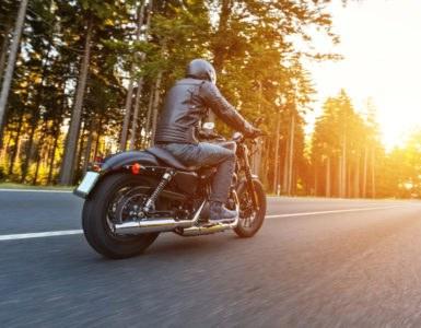 shutterstock 569117428 385x300 - #bikeinprogress - Quando il motociclismo incontra il mondo del lavoro