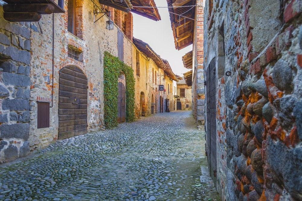 Itinerari in moto Piemonte. Ricetto di Candelo