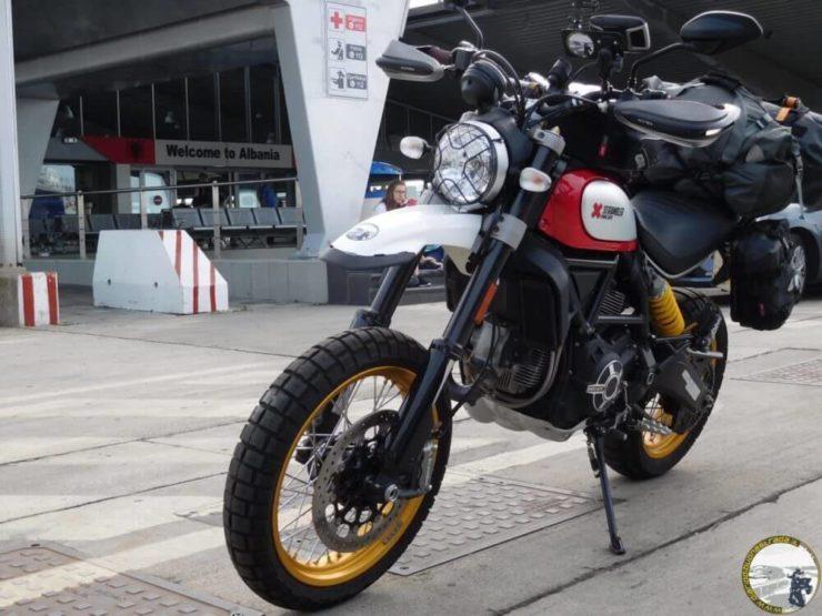 Approdo moto Albania
