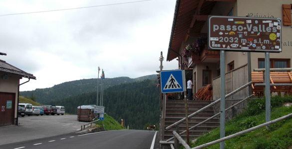 1024px-Passo_Valles