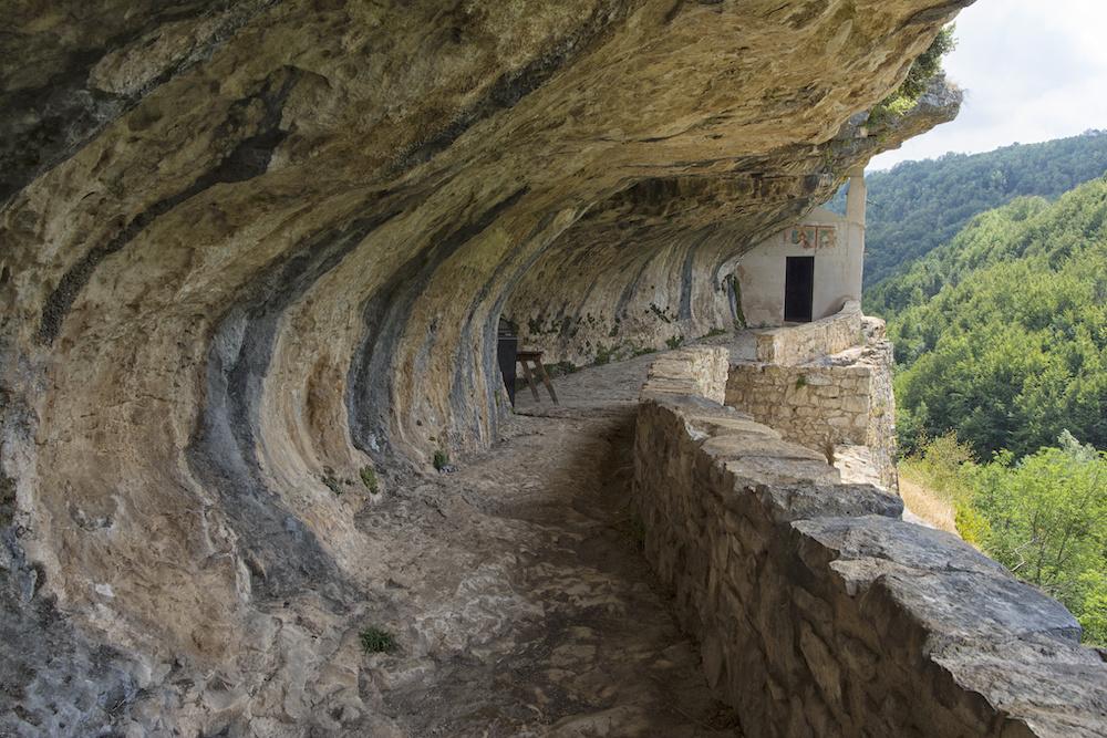 Eremo di San Bartolomeo in Legio, Abruzzo
