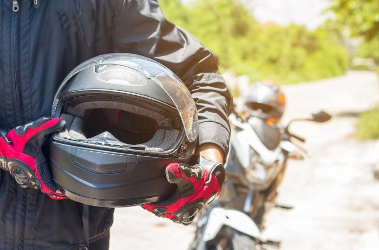come smaltire casco moto